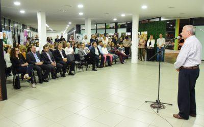 Se inauguró la muestra de Ana Frank en el Cecat.
